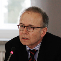 Porträtaufnahme von Tilman Mayer, Präsident der Deutschen Gesellschaft für Demographie, beim Vortrag