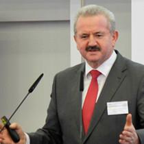 Der Präsident der Fraunhofer Gesellschaft, Reimund Neugebauer, beim Vortrag.