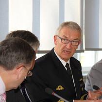 Vizeadmiral Manfred Nielson, rechts im Bild, im Gespräch mit BAKS-Präsident Heumann und BAKS-Vizepräsident Staigis