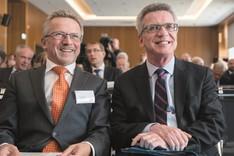 Akademiepräsident Kamp, Minister de Maiziere
