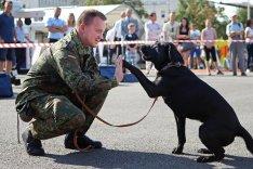 Soldat mit Hund