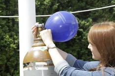 Aufpumpen eines Luftballons