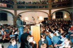 Oktober 1989: die DDR-Friedensbewegung suchte Schutz in Kirchen, wie hier in der Getsemane-Kirche in Berlin