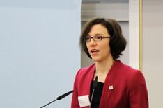 Portraitbild von Janine Rohwer, Absolventin des 70. Attachélehrgangs des Auswärtigen Amts