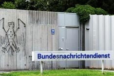 Haupteingang zum Gelände des Bundesnachrichtendienstes in Pullach bei München