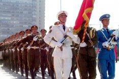 Ehrenformation aller drei Waffengattungen der chinesischen Volksbefreiungsarmee.