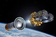 """Illustration zweier Navigationssatelliten des europäischen Systems """"Galileo"""" bei der Separation von der Trägerraketenendstufe"""