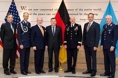 Gruppenbild des deutsch-amerikanischen Treffens an der National Defense University