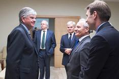 Gruppenbild mit BAKS-Präsident Botschafter Dr. Hans-Dieter Heumann (links), General Jean-Marc Duquesne, Direktor des IHEDN (2. von links), und Staatssekretär Prof. Dr. Stanisław Koziej, Leiter des BBN (3. von links)