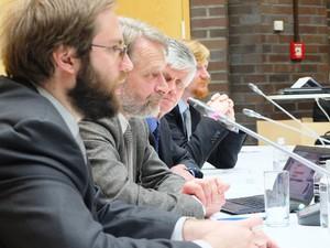 """Herr Sergej Michailowitsch Koschelew (rechts), Leiter der Hauptabteilung für Internationale Militärische Zusammenarbeit des Verteidigungsministeriums der Russischen Föderation spricht zum Thema """"Reform der Streitkräfte der Russischen Föderation""""."""