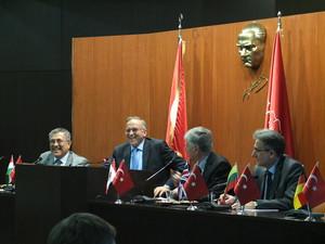 Präsident Heumann im Gespräch mit dem Bürgermeister von Gaziantep.