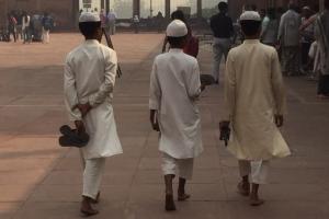 Drei junge Muslime