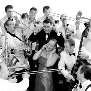 Bild mit den Musikern des Andrej Hermlin Swing Orchestra