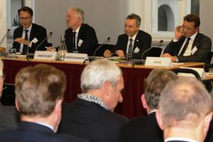 Das erste Panel des Alumni Treffens gibt Input.