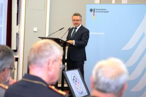 Präsident Karl-Heinz Kamp begrüßt die Teilnehmer an der BAKS.