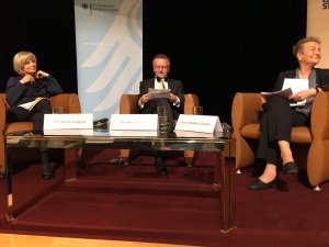 Dr. Kamp mit zwei Ministerinnen