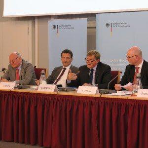 """Panelisten zum Thema """"Bevölkerungsschutz: Stand und Perspektiven"""""""