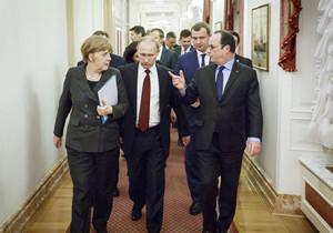 Russlands Präsident Putin mit Bundeskanzlerin Merkel und Frankreichs Präsident Hollande