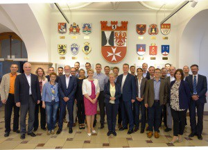 Die Teilnehmer des Kernseminars gemeinsam mit der Bezirksbürgermeisterin von Neukölln Dr. Franziska Giffey.
