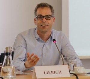 Der Bundestagsabgeordnete Stefan Liebich (Die Linke) spricht beim Kernseminar 2017 an der BAKS.