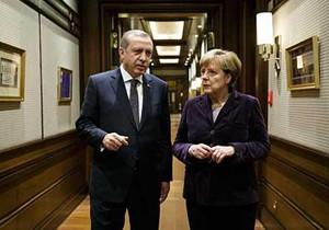 Bundeskanzlerin Angela Merkel im Gespräch mit Recep Tayyip Erdogan, Präsident der Türkei, bei einem Treffen im Yildiz-Palast am 8. Februar 2016