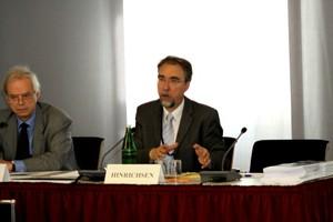 Dr. Hans-Peter Hinrichsen, Auswärtiges Amt, spricht zu Problemen und Umgang mit Massenvernichtungswaffen an der Bundesakademie für Sicherheitspolitik.