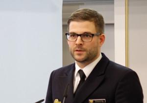 """Portraitbild von Korvettenkapitän Lars Gößing, Absolvent des Lehrgangs """"General- und Admiralstabsdienst national 2016"""" der Führungsakademie der Bundeswehr"""