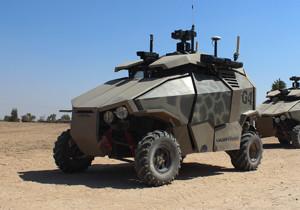 Ein vierrädriger Roboter mit Überwachungskamera, in olivgrünem Tarnanstrich