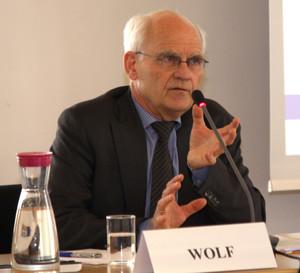 Seminar für Sicherheitspolitik an der BAKS widmete sich diesem Thema. Als ausgewiesener Fachmann stand Professor Klaus Dieter Wolf von der Hessischen Stiftung für Friedens- und Konfliktforschung während seiones Einführungsvortrages