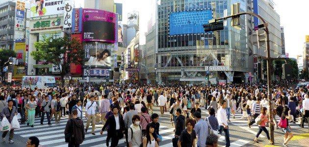 Menschenmenge in Tokios Straßen