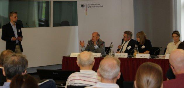 Die Panelisten des Bürgerdialogs in der Diskussion
