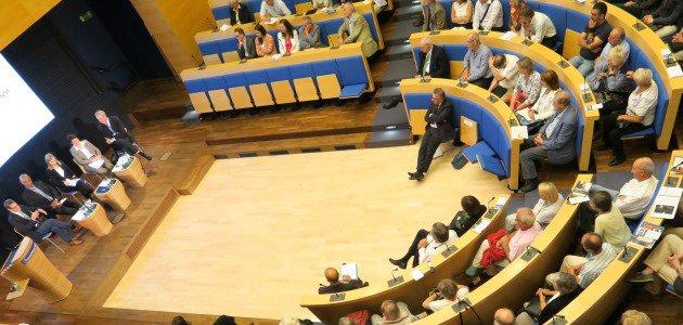 Ein Blick von oben in das Auditorium der Konrad-Adenauer-Stiftung.