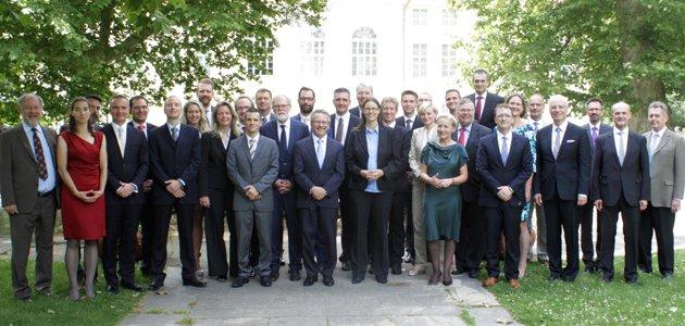 Gruppenbild des Kernseminars 2016 vor dem Schloss Schönhausen