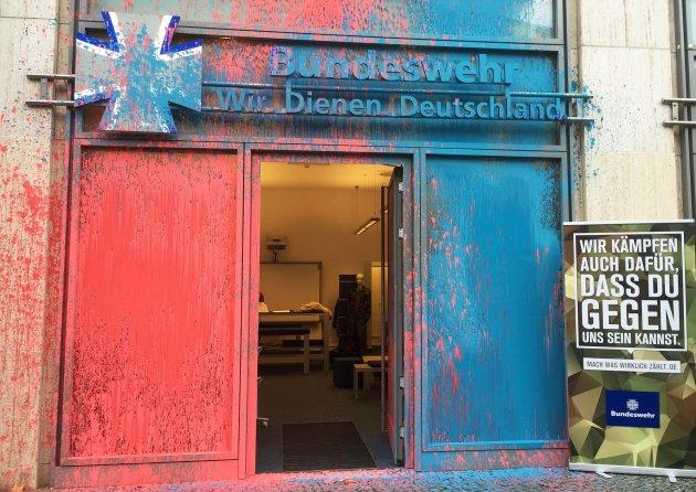 Anschlag auf Bundeswehr Showroom