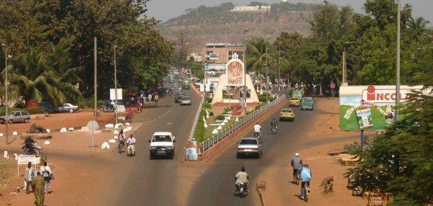 Eine belebte Brücke im Zentrum der malischen Hauptstadt Bamako.
